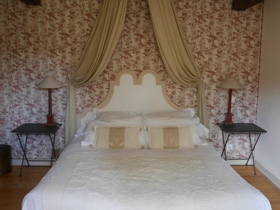 Mussy-la-Fosse, France: The bed