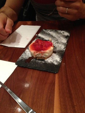 Angus Steakhouse: Dolce - Cheesecake con confettura di fragole