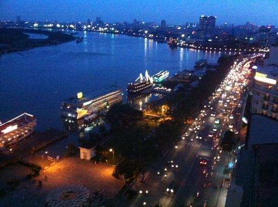 Renaissance Riverside Hotel Saigon: saigon view from hotel window