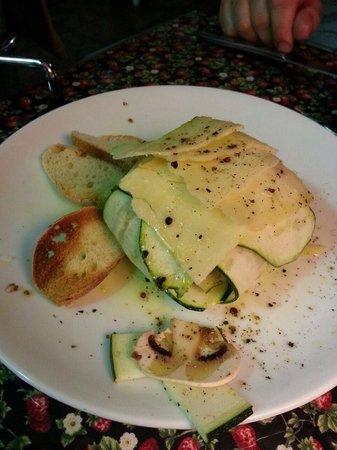 Creperie La Buganvilia: Carpaccio de calabacín, champiñones, y parmesano.