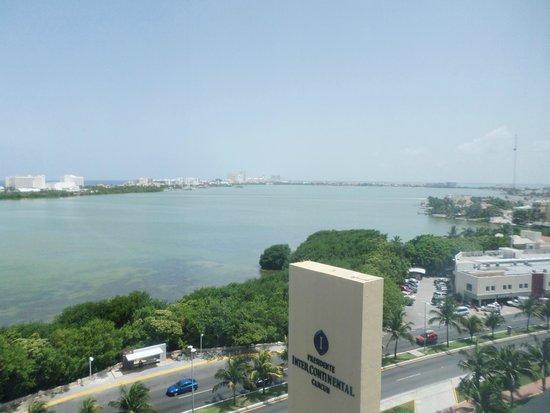 Presidente InterContinental Cancun Resort: Vista a laguna