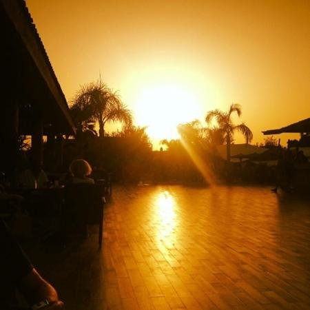 ClubHotel Riu Tikida Palmeraie: sunset outside bar