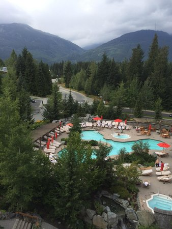 Four Seasons Resort and Residences Whistler: Pool and hot tubs right off the spa.   Pool is heated for chilly nights