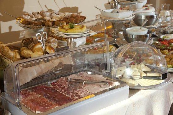 Villa Marsili: fresh coldcuts and breads make delicious sandwitches