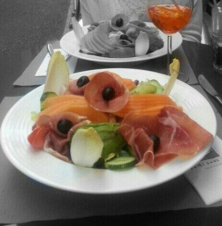 Demi-Lune Cafe & La Salle a Manger : Salade princesse