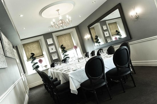 Private room picture of culinaria restaurant for Best private dining rooms mississauga