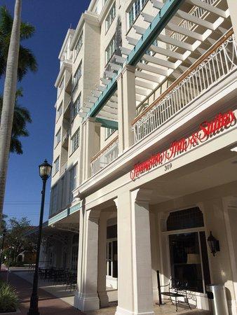 Hampton Inn & Suites Bradenton Downtown Historic District: West entrance
