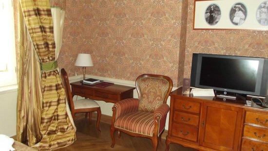 The Bonerowski Palace: Quarto