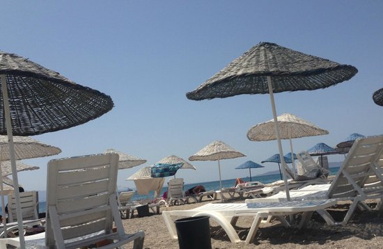 Bendis Beach Hotel: sahil-kumsal