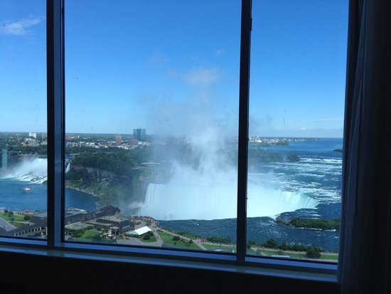 Niagara Falls Marriott on the Falls: Falls view from the living area