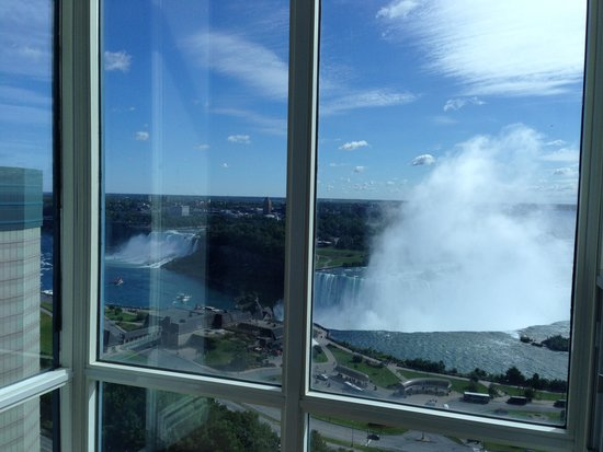 Niagara Falls Marriott on the Falls : Falls view from the bedroom