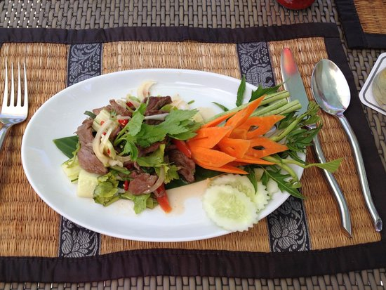 The Sunset Beach Resort & Spa, Taling Ngam : Lunch by the pool