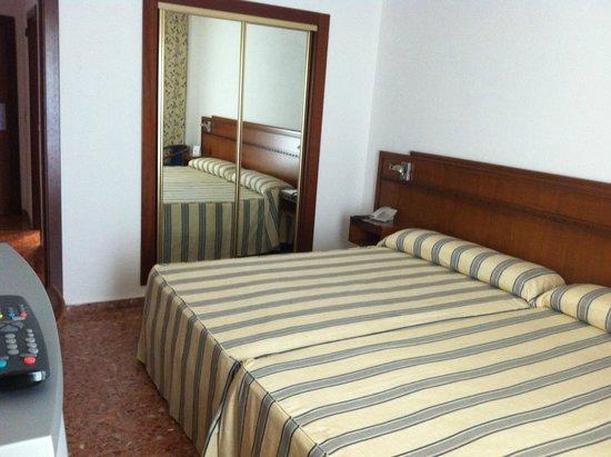 Apart hotel europa picture of hotel port europa calpe tripadvisor - Camas grandes ...