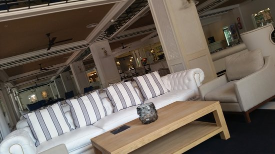 H10 Delfin : Section of seating area. Very stylish.