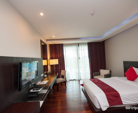 The Deluxe Jacuzzi Room at the Wyndham Sea Pearl Resort Phuket