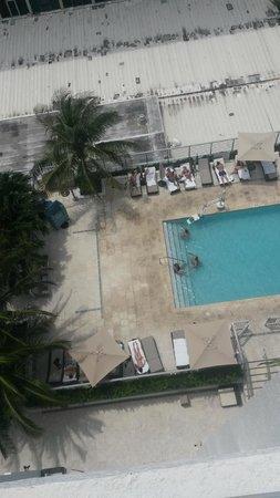 Grand Beach Hotel: Vista a la piscina del piso 7