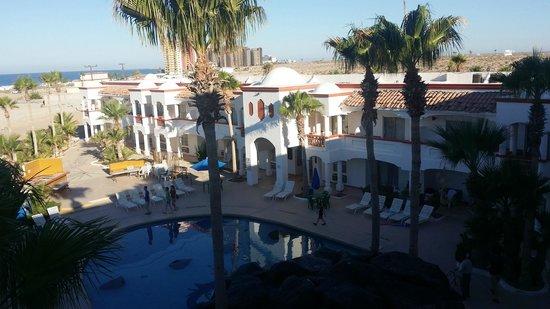 Best Western Laos Mar Hotel & Suites: Área de alberca, vista desde la habitación