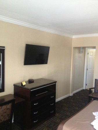 Seaside Motel: Flat Panel Televisions with Cable / HBO