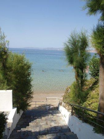 Hotel Pefkos Garden: zejście na plażę, jest prysznic