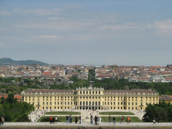 Schonbrunn  Palace: Elégant château.