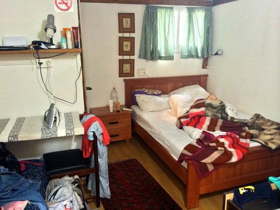 Allenby Bed & Breakfast : standart room with entrance from the GARDEN