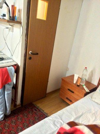 Allenby Bed & Breakfast : bathroom door