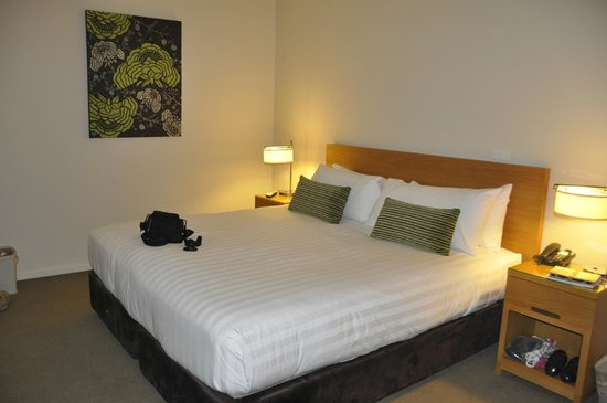 Chateau Elan Hunter Valley: King size bed