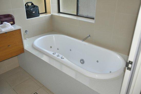 Chateau Elan Hunter Valley: Spa bath