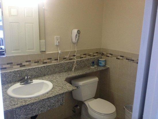 Seaside Motel: Bathroom