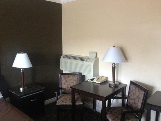 Seaside Motel: A/C Desk