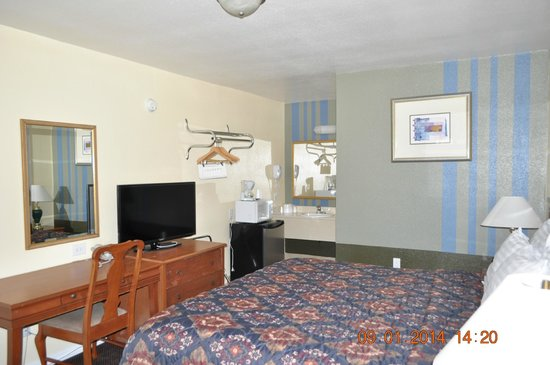 Rodeway Inn Medford: Room with king bed