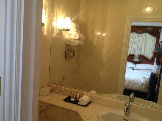 badkamer (k 518) - Picture of Rathbone Hotel, London - TripAdvisor