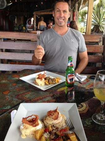 El Ultimo Refugio: Bloodies and Benedicts on a Sunday in Bocas