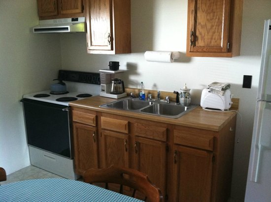 Yough Plaza Motel: kitchen