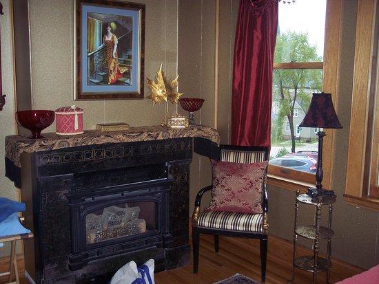 Mont Rest Inn: Bridget's French Roses room