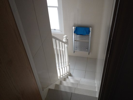Queensway Hotel: steps down to the ensuite