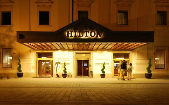 Hilton Budapest: at night