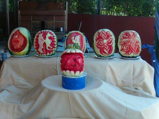 Club Side Coast Hotel: Miam - Lecker die Wassermelonen und hübsch hergeichtet