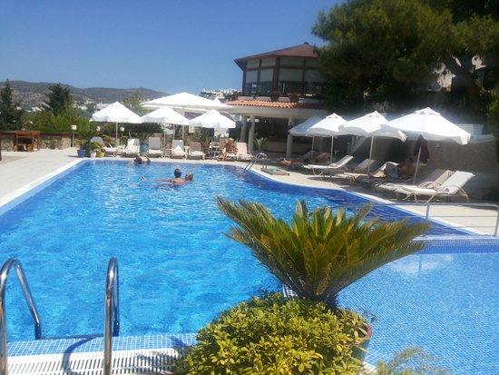 Hotel Manastir: main pool, dining place