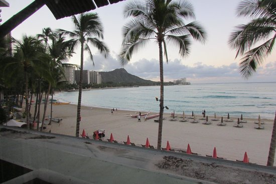 The Royal Hawaiian, a Luxury Collection Resort : Room view in the morning