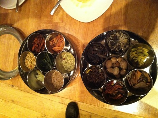 Chettinad Restaurant: Spices used to make up their delicious curries
