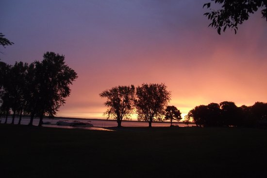 Marquette, WI: sunrise on the lake