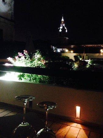 Hotel LM: terraza en la noche