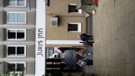 Jurys Inn Edinburgh: Вид со стороны мили