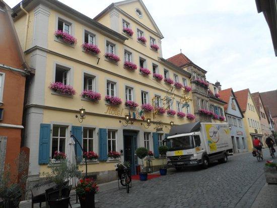 Hotel Goldener Hirsch: frente del hotel