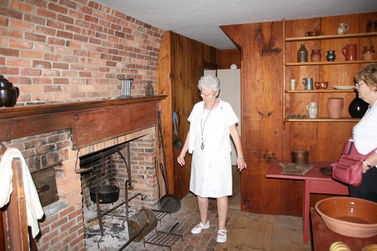 Ethan Allen Homestead : Our tour guide in kithchen of house