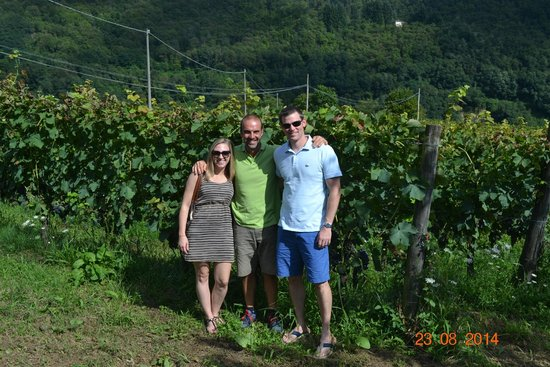 Gallicano, Italie : us with Gabriele the winemaker