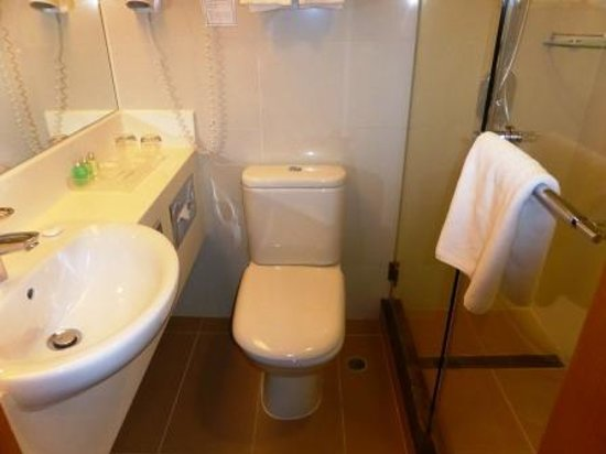The Harbourview Hong Kong : Small bathroom