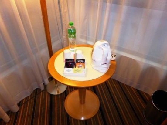 The Harbourview Hong Kong : Tea and coffee making facilities.
