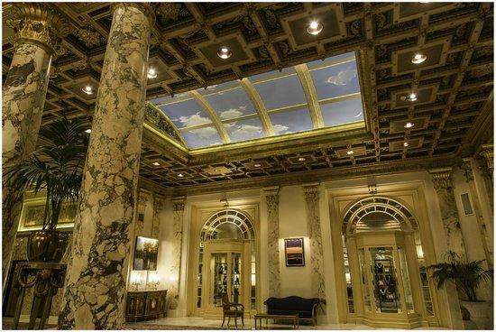 Fairmont Copley Plaza, Boston : Beautiful Lobby ceiling